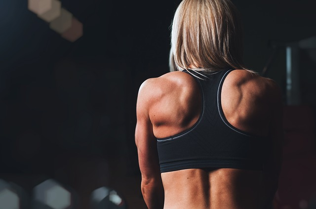 fitness girl à l'entraînement